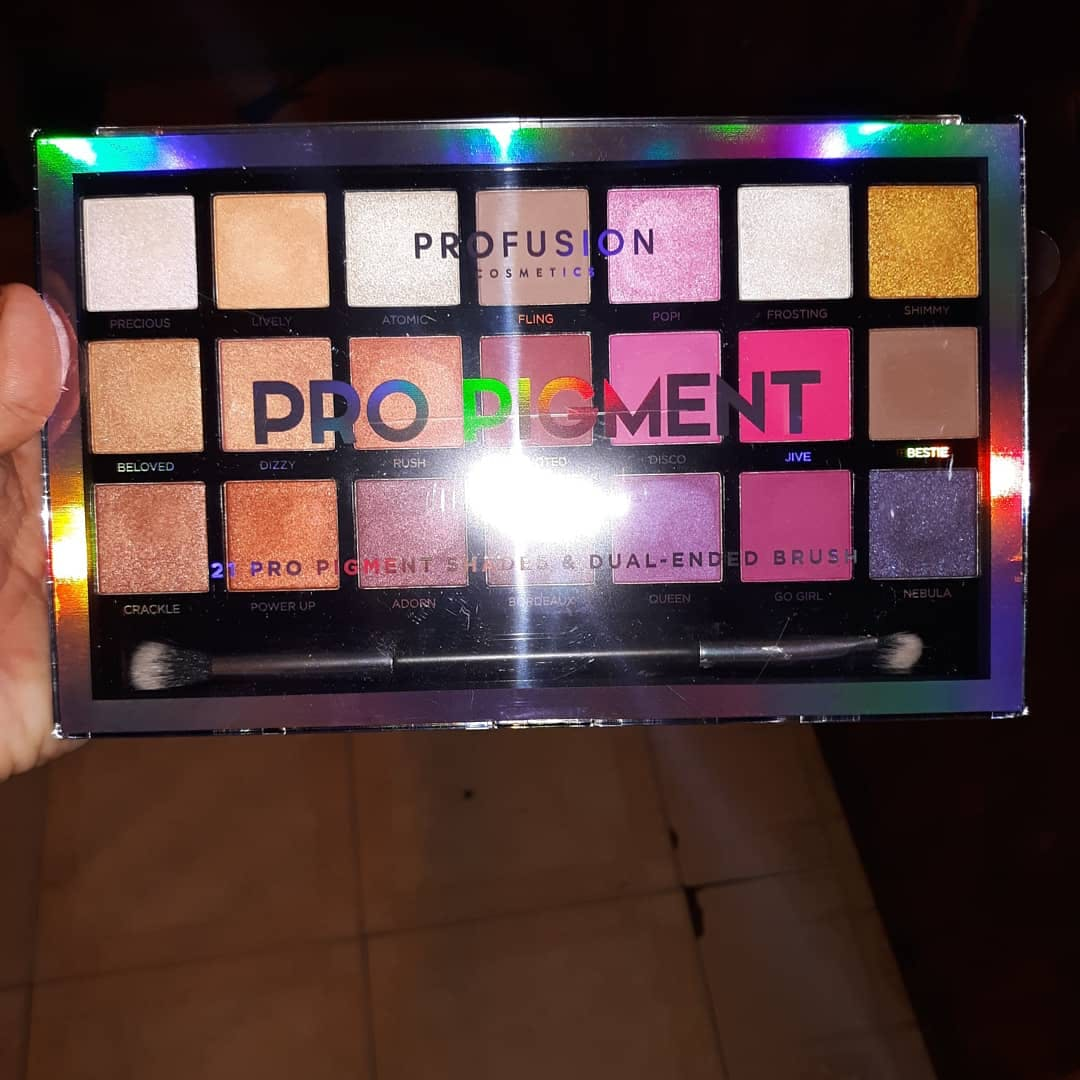 98fdda3905 ... it blends out so easy and they are so pigmented you really need to go  in with a light hand with the pinks an Purples they are very beautiful you.