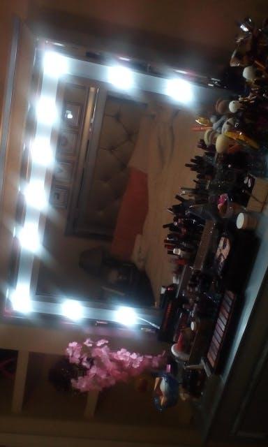 4 Bulb Hollywood LED Makeup Mirror Light, Professional, Beautiful, Portable, Cordless