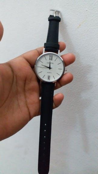 Woman Fashion Leather Quartz Wrist Watch