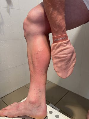 CheekyGlo Exfoliating Glove (Pink)
