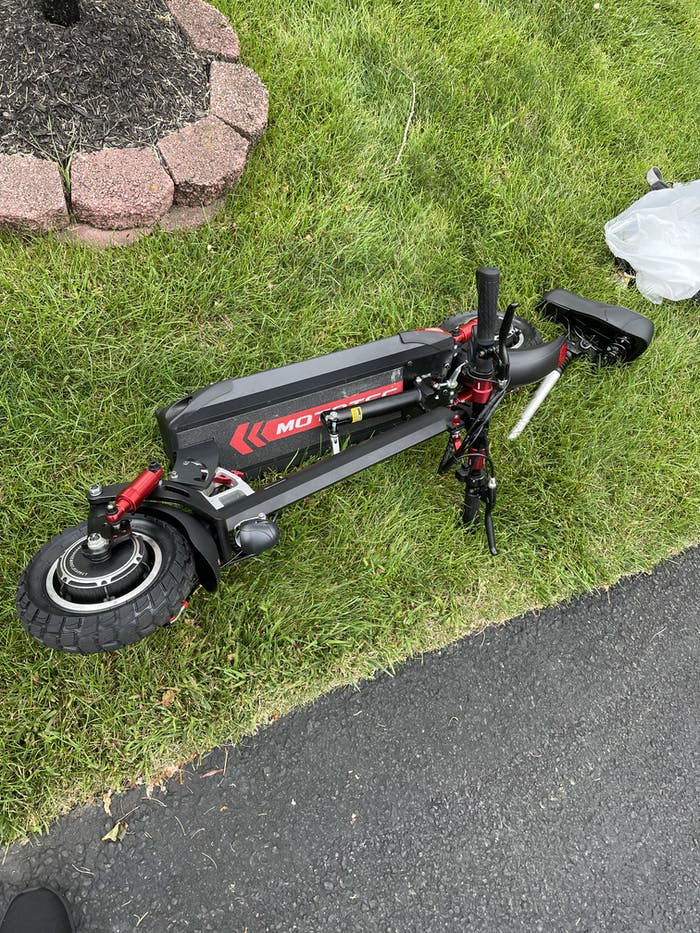 MotoTec Thor 2400w 60v Lithium Foldable Electric Scooter w/Quick Release Seat (DUAL Motors)