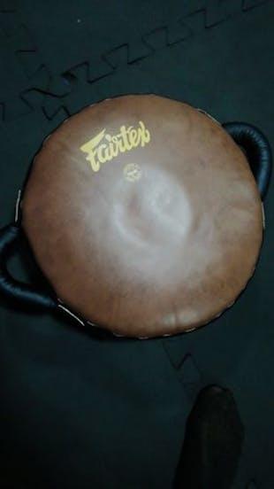 Escudo Circular Fairtex Marron -  - 100% Cuero Syntek