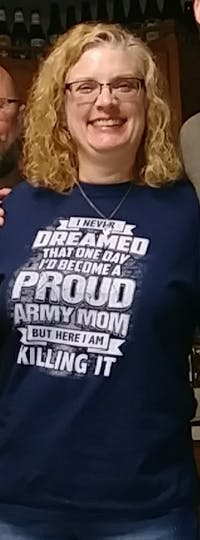 Army Mom Never Dreamed T-shirts