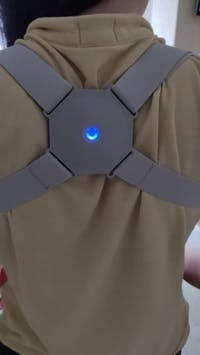 Corrector Postura Inteligente Corrector Espalda Vibratorio Ajustable Recargable para Niños y Adultos con Sensor de Mejora, Vibración para Mejorar la Postura Corrección de Joroba y Alivio del Dolor Enderezador de Espalda