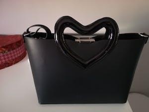 Rebb LOVE 2020, borsa media a tracolla o a mano in pelle nera con manico a cuore