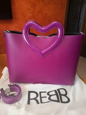 Rebb LOVE 2020, borsa media a tracolla o a mano in pelle viola con manico a cuore