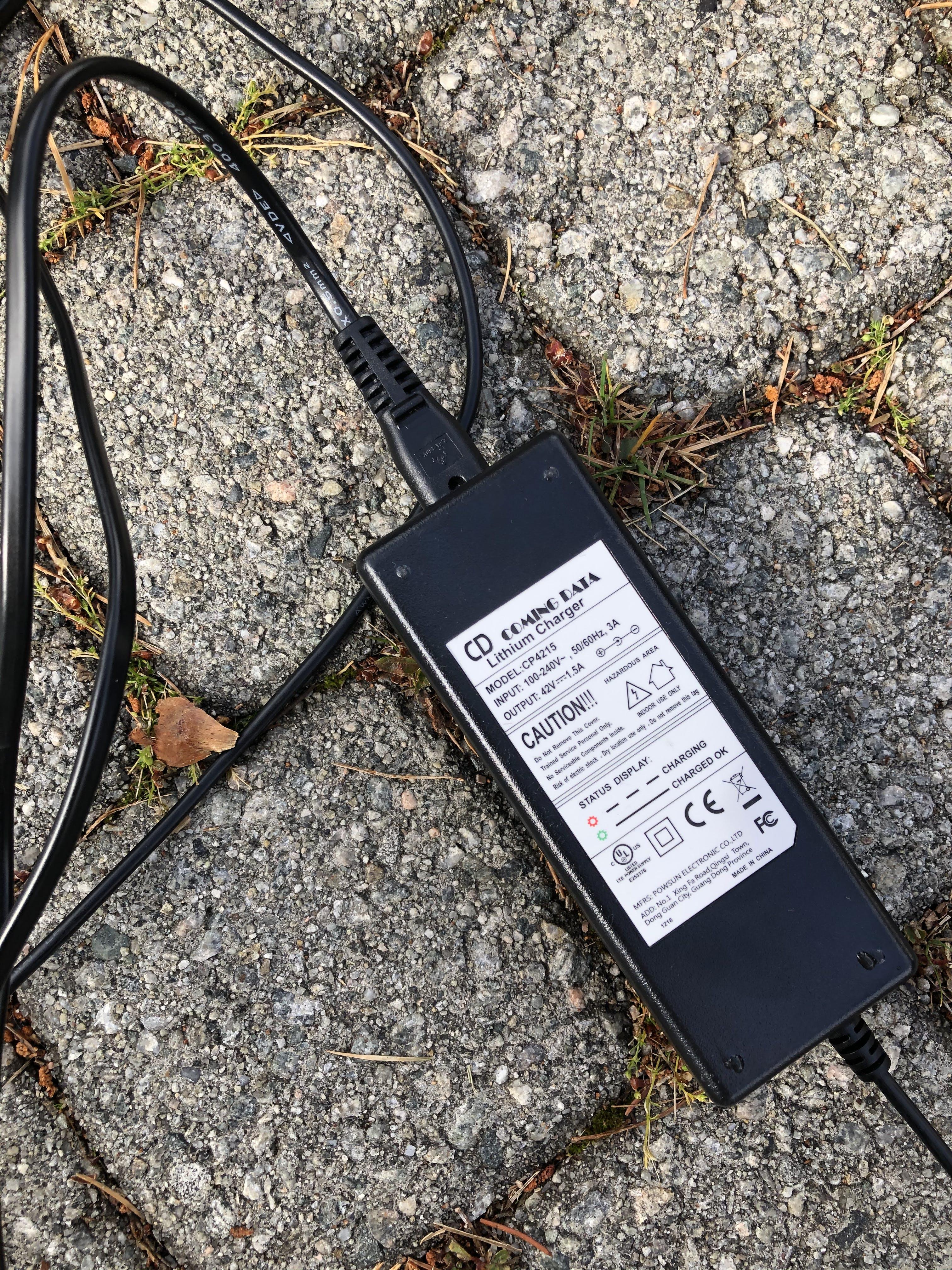 Lader til ClassyWalk S100 Elektrisk Sparkesykkel