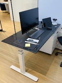 UNIQ Standing Desk