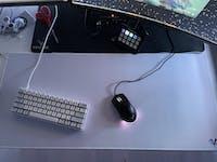 Venatos XXL Mousepad - White RGB Wave
